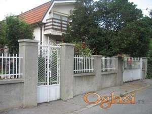 Porodična kuća u Šumicama na 3 ara placa ID#1071