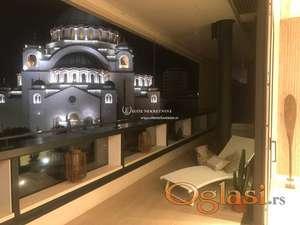 Izdavanje / Veoma svetao i luksuzan stan kod Hrama