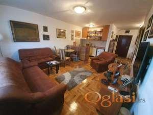 Odličan, komforan, pravi porodičan stan !
