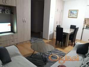 Prodajem trosoban stan u centru Vrbasa