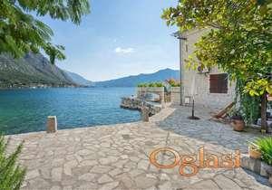 Kamena vila na prvoj liniji u Kotorskom zalivu