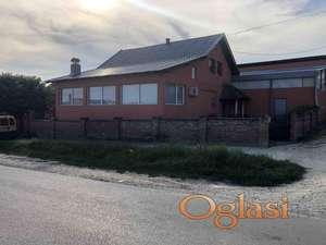 Kuća sa poslovnim prostorima na prodaju