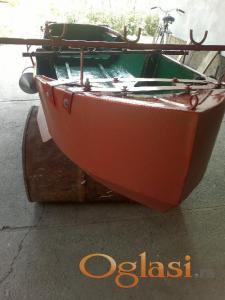 Metalni i gumeni čamac