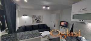Izdajem nov namešten stan u centru Niša