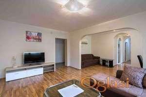 Dvosoban stan u centru Budve-158.000€