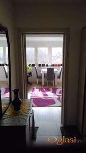 Odličan dvosoban stan sa dva kupatila i velikom terasom