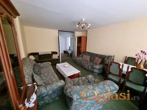 Izdaje se dvosoban stan pored trznog centra  Merkator,odmah useljiv 280 eura