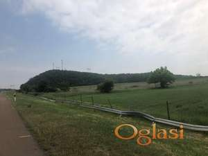 Prodajem gradsko gradjevinsko zemljiste na autoputu u Doljevcu