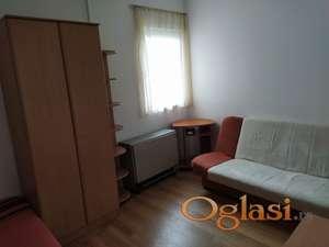 Izdajem jednosoban stan u Novom Sadu, centar