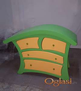 Zelena komoda sa fiokama