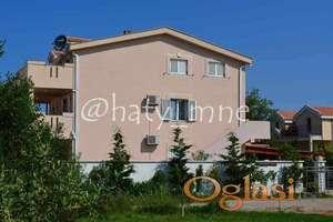 Kuća sa pet apartmana i bazenom u Krimovice, Kotor