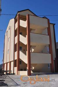 Prostrani i svijetli stan od 93,5 m2 u Herceg Novom, Bjiela
