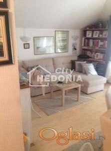 Komforan dvoiposoban stan u Zemun polju ID#5495