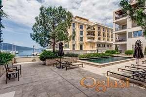 Stan s izlazom na bazen u Porto Montenegro,Tivat