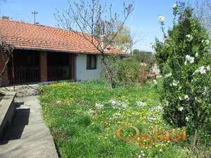 Prodajem Kuću u selu,  idealna za vikendicu pored Dunava