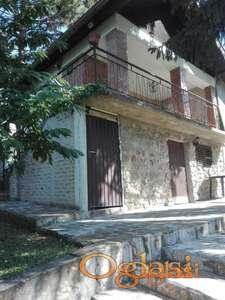 Mala vikend kuća na malom placu a u  Velikoj  Remeti