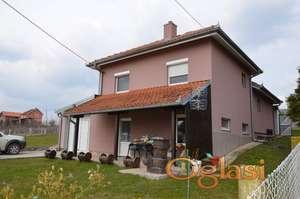Kuća od 180m2 i plac od 10 ari u selu Banja kod Aranđelovca