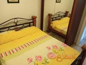 Lux 1-soban stan u Sutomoru