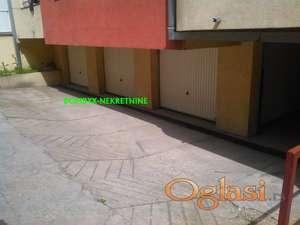 Izdajemo garazu 17m Grbavica Danila Kisa 8 , useljiva  1 juna
