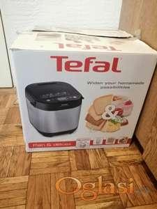 Na prodaju korišćena >Tefal < mini pekara.