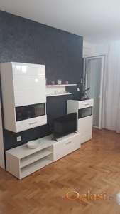 Izdajem nov jednoiposoban stan sa novim nameštajem