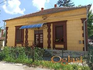 Stara kuća u centru Trstenika