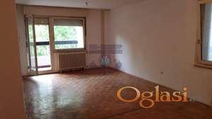Trosoban stan na Novom Naselju,dobrog rasporeda,021/662-0001