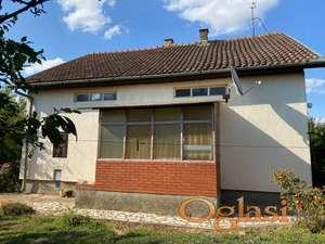 Prodajem porodičnu stambenu kuću, 100m2 sa velikim placem