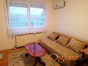 Jednoiposoban stan, Grbavica, 34m.kv. 250eura