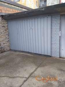 Garaža u Vase Stajića 17 u dvorištu.