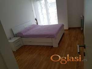 Hitno izdajem namesten trosoban stan u Park City-ju, Novi Sad