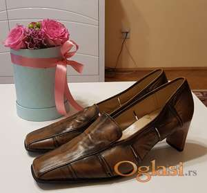 Elegantne cipele za starije dame