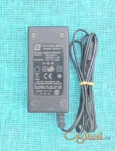 Punjač za laptop 12V - 5A.