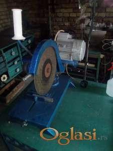 Masina secenje metala staje u auto snazan motor
