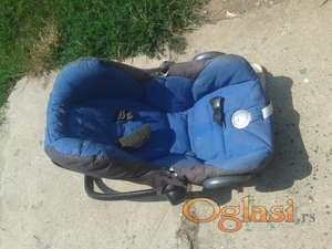 Bebi nosiljka Maxi Cosi ocuvana 1500 dinara