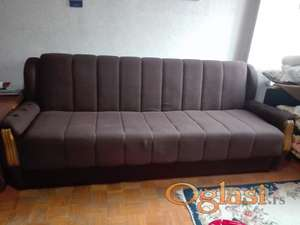 Poklanjam očuvan kauč