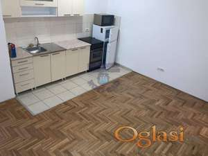 Odlican dvosoban stan na Tatarskom brdu!!!021/662-0001