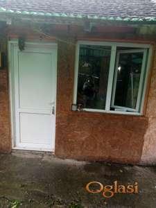 Prodajem dvorišni stan u Zrenjaninu.