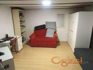 Дворишни стан од 50 м2 ( 2х25м2)