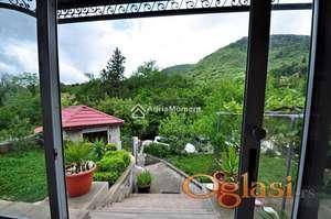 Ugodna kuća u mirnom dijelu Tivta sa prekrasnim pogledom