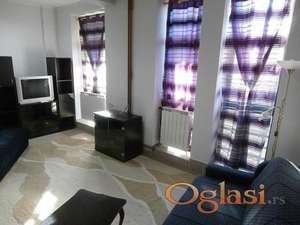 Izdajem NOVE JEDNOKREVETNE sobe u sklopu stana u Centru Kragujevca, Ulica Karadjordjeva