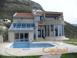 Prodaje se Elitna Vila sa dva bazena i prelijepim pogledom na more
