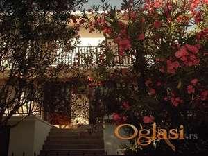 Двособан апартман, два спрата кућа са маслинама са баштом