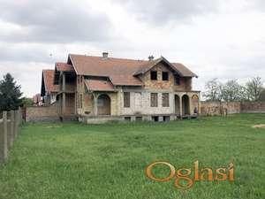 Kuća u Žablju sa velikim placem na glavnom putu za Čurug
