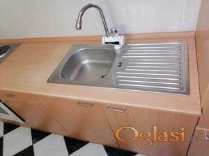 Komplet kuhinja i uređaji 400 evra