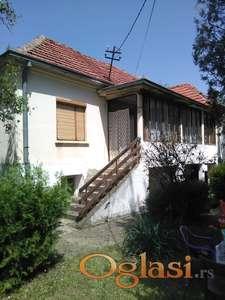 Na prodaju kuca u selu Mala Grabovnica 9km od Leskovca  sa celokupnim imanjem