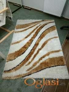 Cupavi tepih nov 120x170 cm