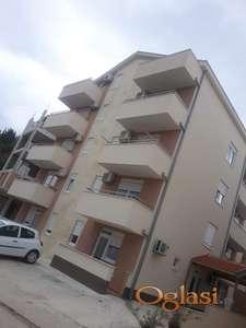 Izdavanje apartmana na atraktivnoj lokacija u Igalu,kod Kapri  hotela.