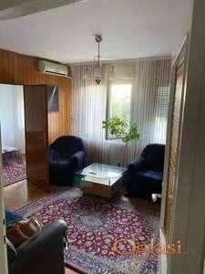 Dvoiposoban stan na Banovom brdu