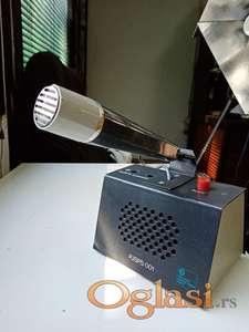 Mikrofon sa zvučnikom za radio stanicu